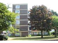 2 bedroom flat to rent in Worthing Centre