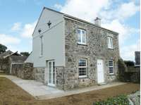 3 bedroom detached house to rent in Cornwall, PL26