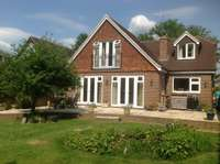 4 bedroom detached house to rent in Guildford Road