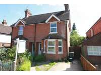 3 bedroom semi-detached house to rent in Mead Road