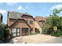 2 bedroom detached house to rent in Woking, Surrey
