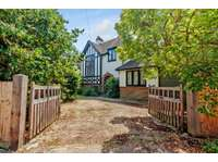 4 bedroom detached house to rent in East Horsley