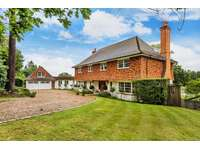 5 bedroom detached house to rent in East Horsley