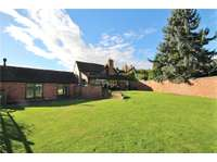 4 bedroom semi-detached house to rent in Worcestershire, WR9