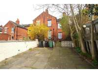 5 bedroom terraced house to rent in Hollyshaw Lane, Leeds