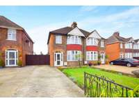 3 bedroom semi-detached house to rent in Ipswich Road, Colchester