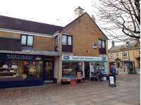 2 bedroom flat to rent in Falkland Square, Crewkerne