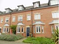 3 bedroom mews house to rent in Campriano Drive, Warwick