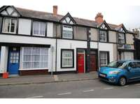 2 bedroom terraced house to rent in Church Street, LL20