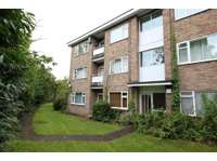 2 bedroom flat to rent in Coten End, Warwick
