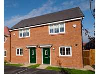 2 bedroom semi-detached house to rent in Chadderton, Oldham OL1