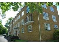 3 bedroom flat to rent in Lower Road, Harrow