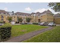 3 bedroom flat to rent in Woking