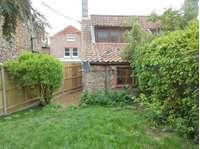 2 bedroom semi-detached house to rent in Oak Street, Fakenham NR21