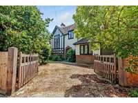 3 bedroom detached house to rent in Leatherhead