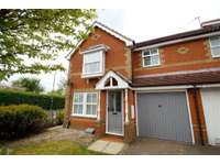 3 bedroom semi-detached house to rent in Temple Row Close, Leeds