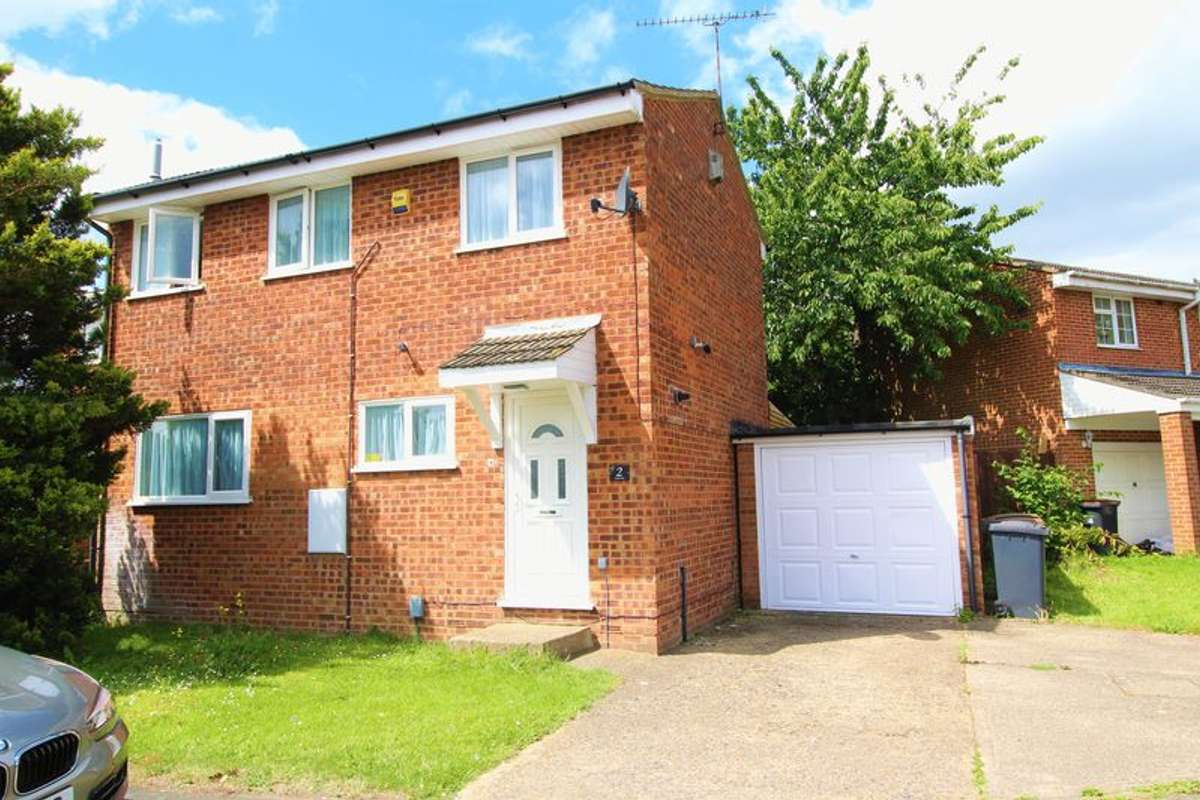 Wondrous Property To Rent In Farley Hill Luton Houses Flats Home Interior And Landscaping Pimpapssignezvosmurscom