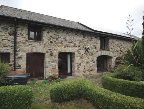 Photo of 2 bedroom barn conversion to rent in Scorrition
