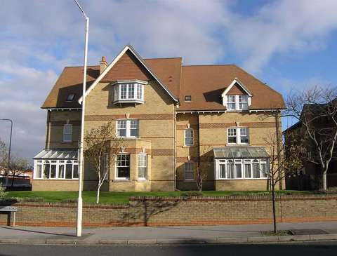 Photo of 3 bedroom flat to rent in Weymouth, Dorset DT4