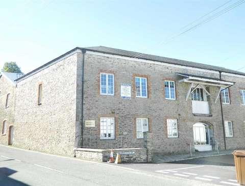 Photo of 2 bedroom flat to rent in Bridge Court, Castle Street, Totnes